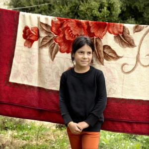 Baraa,10 jaar, houdt zich moedig staande